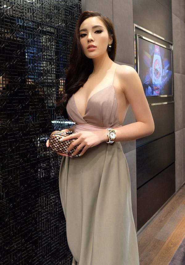 Nguyễn Cao Kỳ Duyên là Hoa hậu Việt Nam đầu tiên dám công khai việc nâng cấp vòng 1.