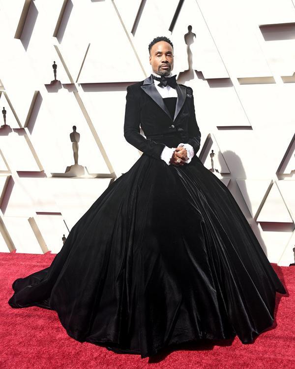 Billy Porter trên thảm đỏ Oscar 2019 trong bộ váy nhung đen tuxedo gây choáng