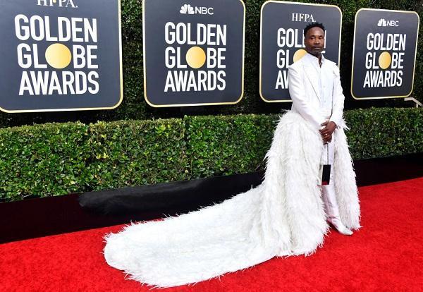 Hồi đầu năm, Billy còn gây chú ý với set đồ trắng với bộ suit trắng muốt gắn váy lông vũ dài thướt tha trên thảm đỏ The Golden Globe Awards 2020