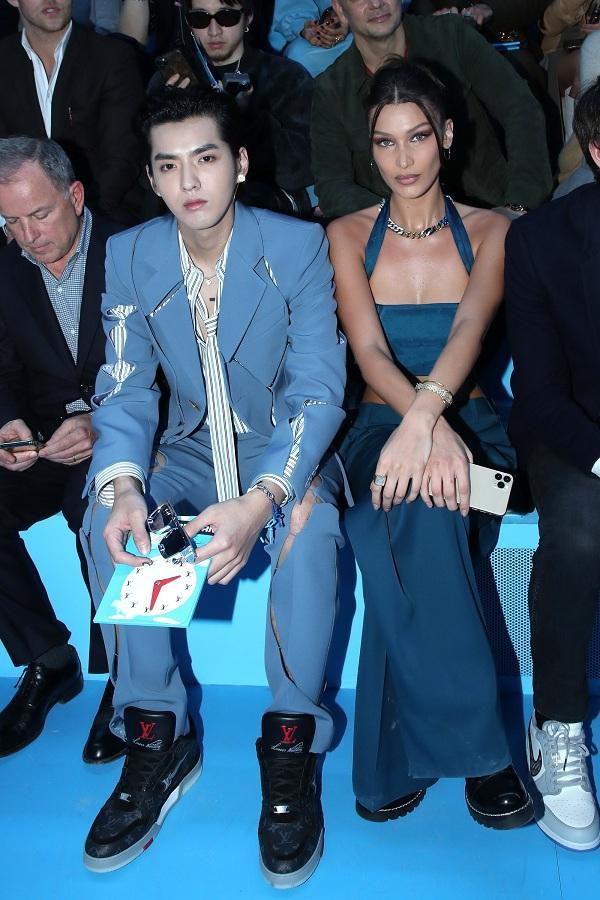 Ngô Diệc Phàm và chân dài Bella Hadid ngồi sát bên nhau ở hàng ghế đầu chiếm trọn mọi sự chú ý của cánh truyền thông.