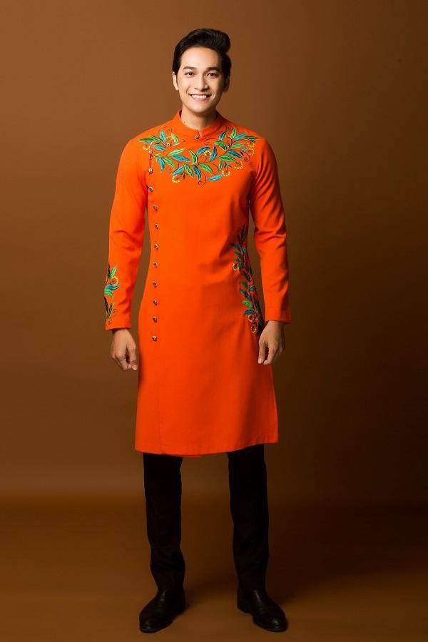 Gam màu cam của áo dài rất nền nã, không chói lóa