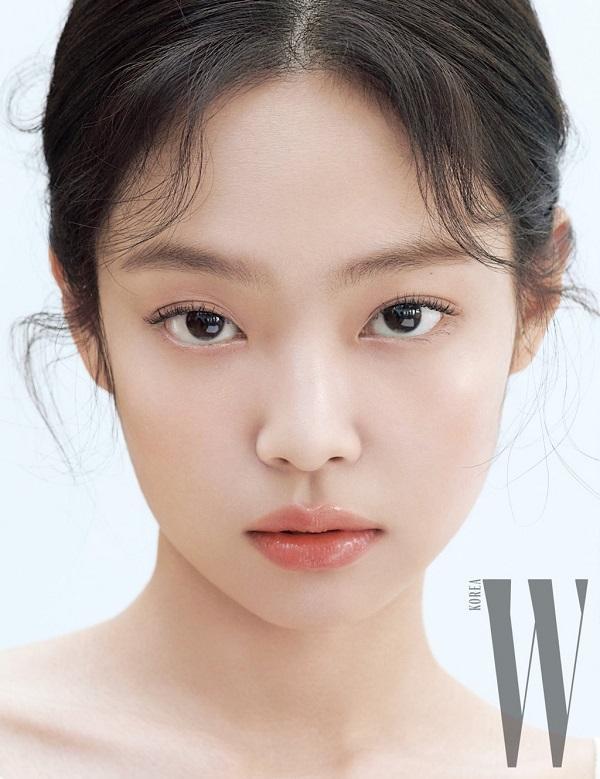 Style makeup mong manh , nhẹ nhàng của cô nhanh chóng được các tín đồ làm đẹp share hình tới tấp trên mạng xã hội