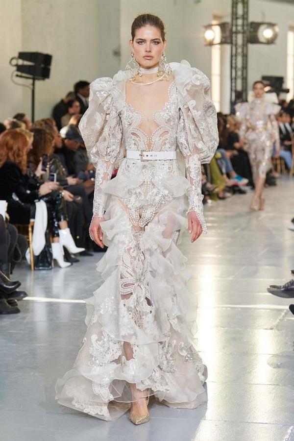 Những bộ váy cưới hay lộng lẫy giúp Elie Saab trở thành một trong những nhà thiết kế quyền lực nhất thế giới hiện nay, nhắc đến váy cưới là không thể quên sự có mặt của ông