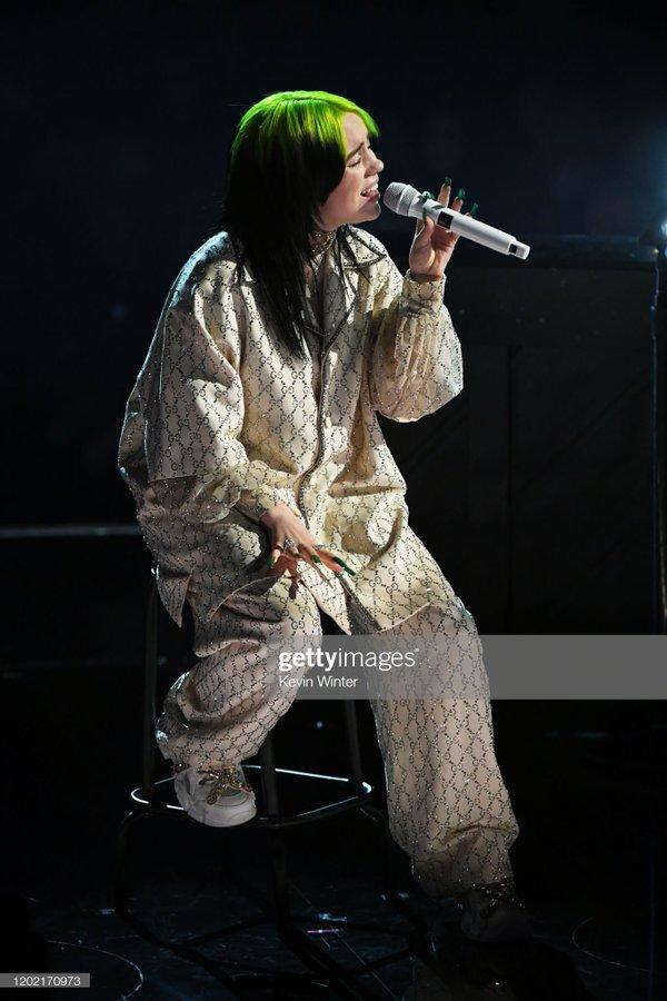 Ariana giật spotlight, đại diện châu Á BTS gây ấn tượng cùng loạt tiết mục cứu rỗi mùa Grammy thảm hoạ ảnh 13