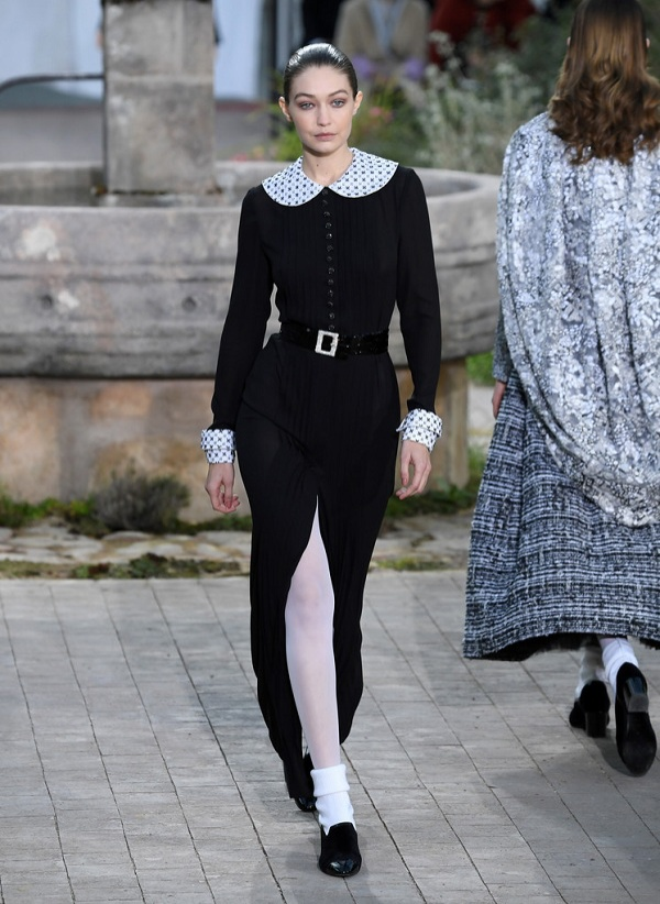 Gigi Hadid trong show Chanel Haute Couture 2020