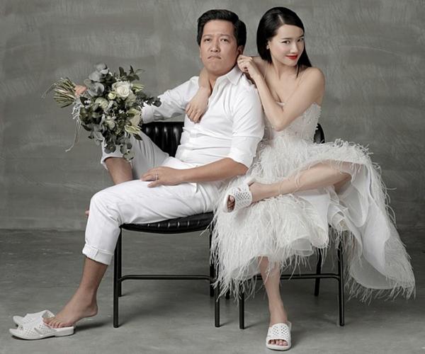 Trường Giang, Nhã Phương còn mang hẳn đôi đép này trong bộ ảnh cưới khiến bao người thích thú.