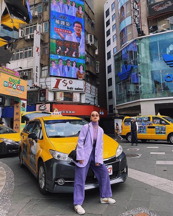 Ca sĩ Yến Trang chơi nguyên cây tím lịm dạo phố ngày lễ tình yêu tại Taipei ( Đài Loan)