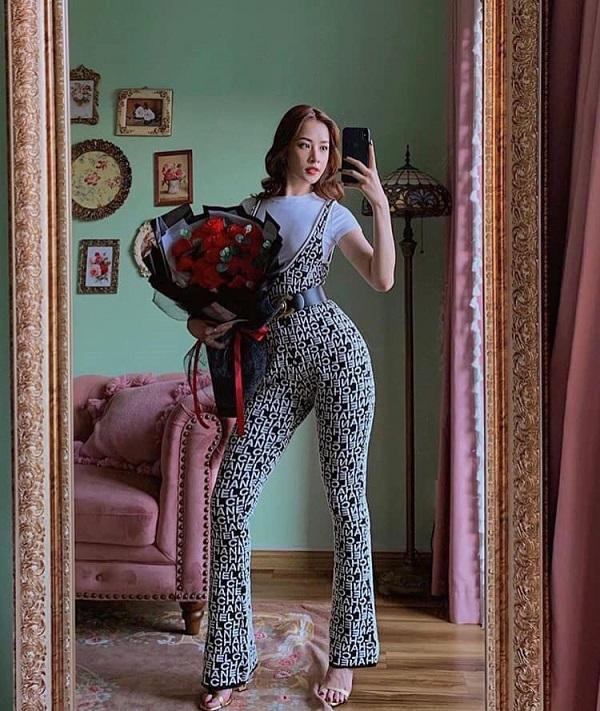 Hậu Valentine's day, Chi Pu tiếp tục khiến fans chú ý khi cô nàng diện nguyên cây đồ từ Chanel kín cổng từ trên xuống