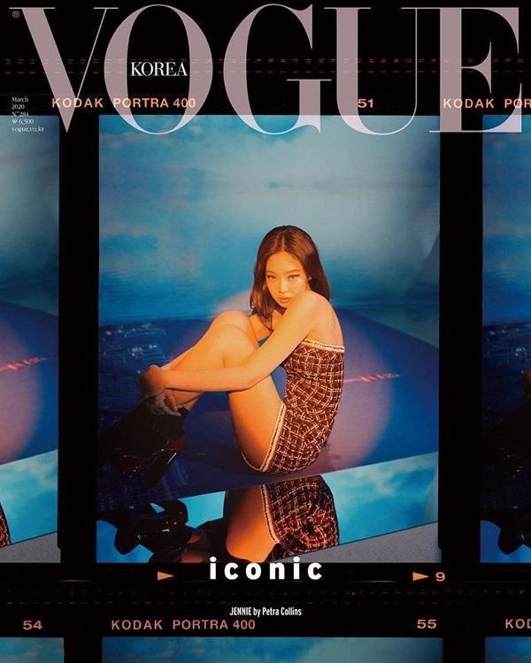 Jennie trong cây đồ Chanel như mọi khi khoe vóc dáng quyến rũ