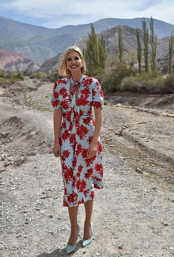 Được biết kiểu váy này từng được con gái Tổng thống Trump mặc đến Argentina hồi tháng 9/2019