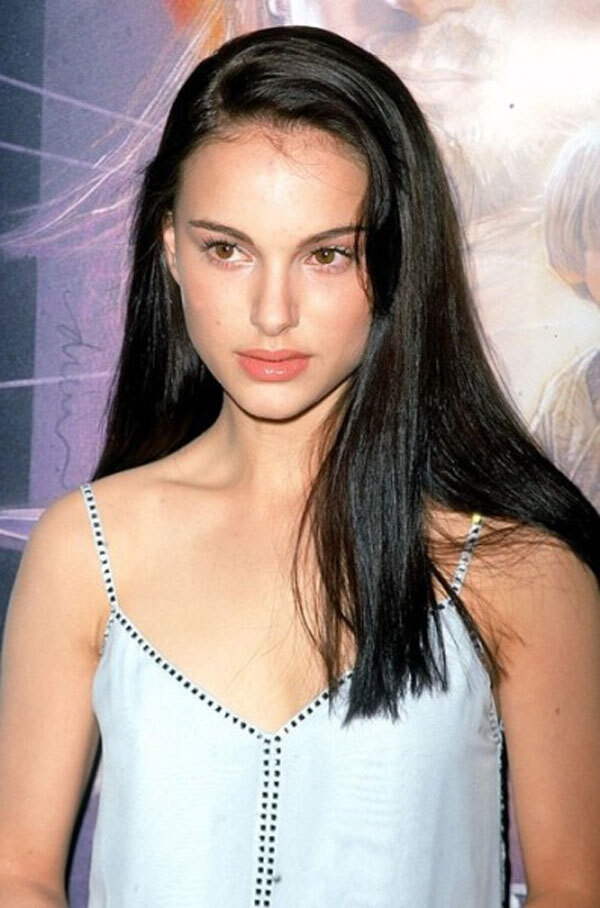 Xuất hiện trong bộ phim đầu tay (Léon, 1994) vào năm 13 tuổi, khuôn mặt đẹp từng đường nét và sáng bừng của Natalie đã khiến làng điện ảnh phải không ngừng ngợi khen