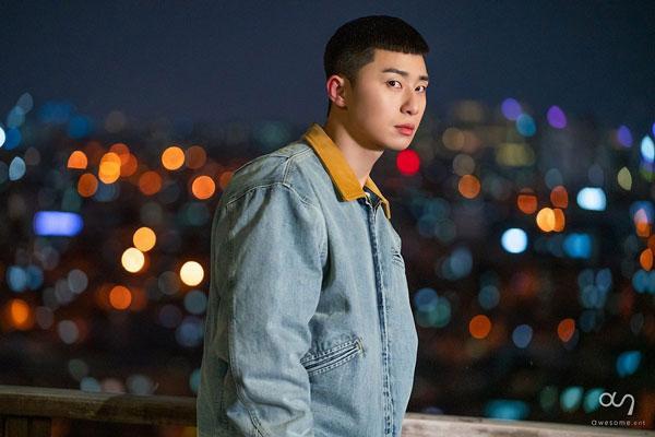 Những bức ảnh hậu trường của Park Seo Joon trong Tầng lớp Itaewon ảnh 0