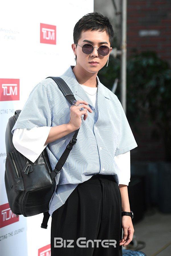 15 idol Kpop sở hữu bờ vai rộng như Thái Bình Dương khiến triệu fan xao xuyến ảnh 40