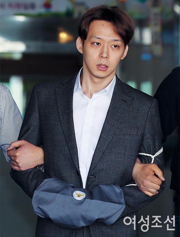 Từ idol thuần khiết đến kẻ tội đồ Kbiz, Park Yoochun (JYJ) giả dối như thế đó! ảnh 6