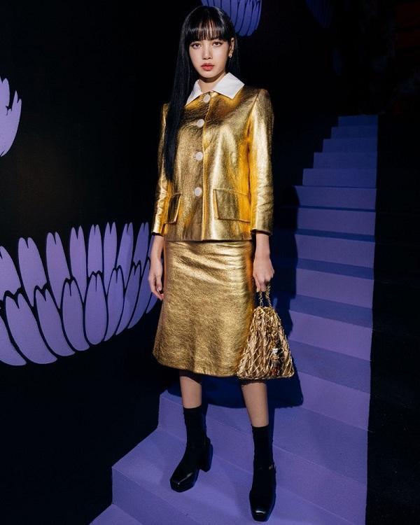 """Lisa Black Pink """"hớp hồn"""" truyền thông Ý tại show diễn Prada vừa qua tại Milan Fashion Week 2020 hồi tháng 2"""