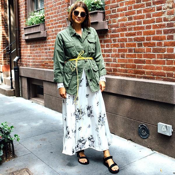 Nhiều fashionista trên thế giới còn mix kiểu giày này với các dáng váy maxi để tăng điểm nhấn cho set đồ