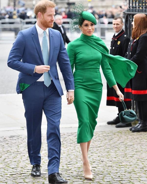 Nữ công tước xứ Sussex nổi bật trong thiết kế màu xanh ngọc bích của NTK Emilia Wickstead vào những ngày cuối cùng khi còn là thành viên Hoàng gia Anh