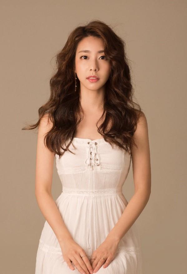 Dung nhan người vợ xinh đẹp của So Ji Sub.