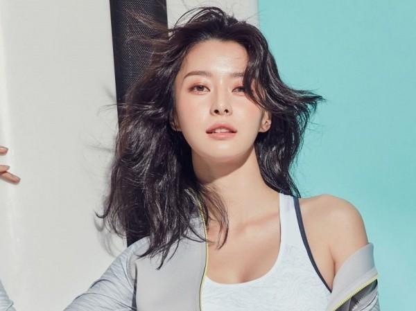 Tình đầu Park Seo Joon  Kwon Nara tiết lộ từng suýt bị bắt cóc khi còn là thực tập sinh ảnh 4