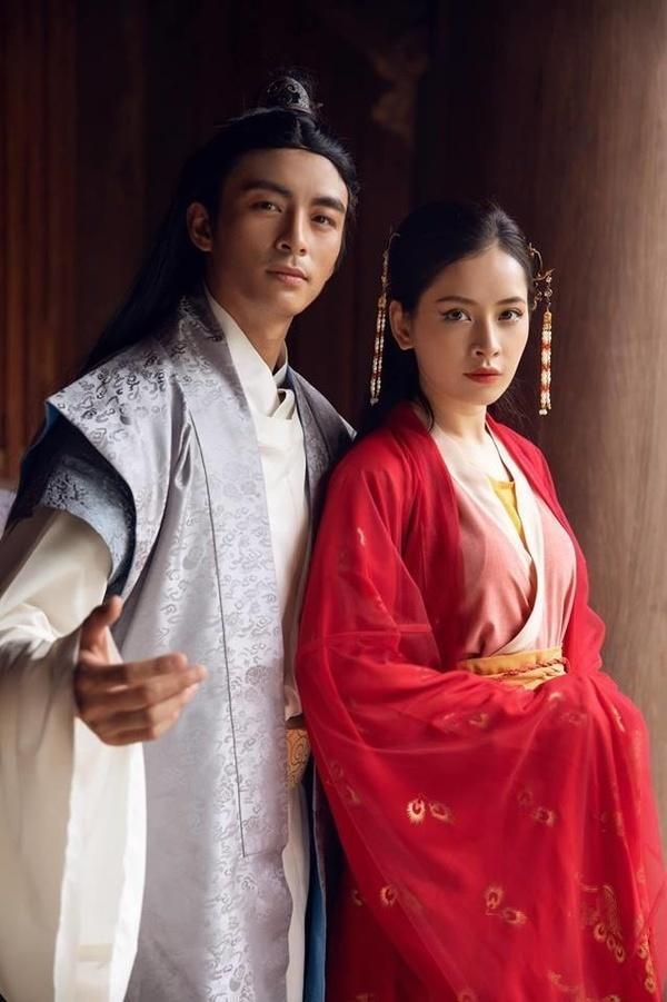 Trong sản phẩm âm nhạc của mình, Chi Pu hóa thân thành cô Cám có nhan sắc trong trẻo. So với Cám Ninh Dương Lan Ngọc thì Cám của Chi Pu được nhận xét hiền hậu hơn thông qua nét mặt và bộ trang phục.