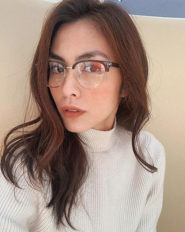 """Không riêng sao Hàn, ngọc nữ màn ảnh Việt Nam Hà Tăng cũng là """"fans"""" của dáng kính giả cận"""