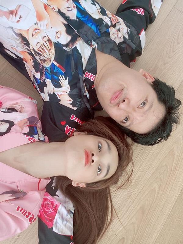 """Cặp vợ chồng đình đám showbiz Việt """" nhắng nhít"""" bên nhau với trang phục nổi bật này nhân ngày sinh nhật Nhã Phương vừa qua"""