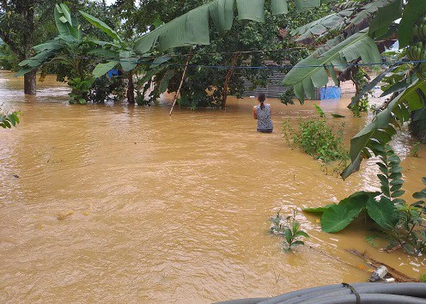 Thị trấn Đạ Tẻh ngập trong nước. Ảnh: Dân Việt