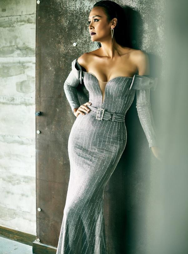 Trần Bảo Ngọc trong kiểu váy ôm body tôn vòng 1 đầy đặn
