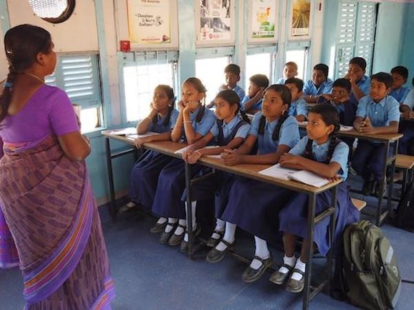 Giáo viên và học sinh phấn khởi với lớp học mới