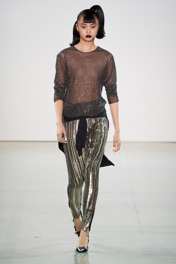 Người mẫu của hãng LaQuan Smith với style đậm chất gothic