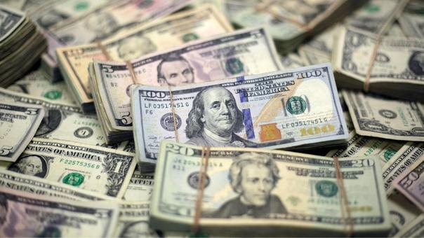 Nhận được số tiền 2.8 tỷ VND, cặp đôi người Mỹ tạm thời bỏ túi