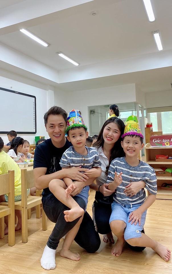 Vợ chồng Đăng Khôi tổ chức tiệc sinh nhật cho con trai út Đăng Anh tại lớp học