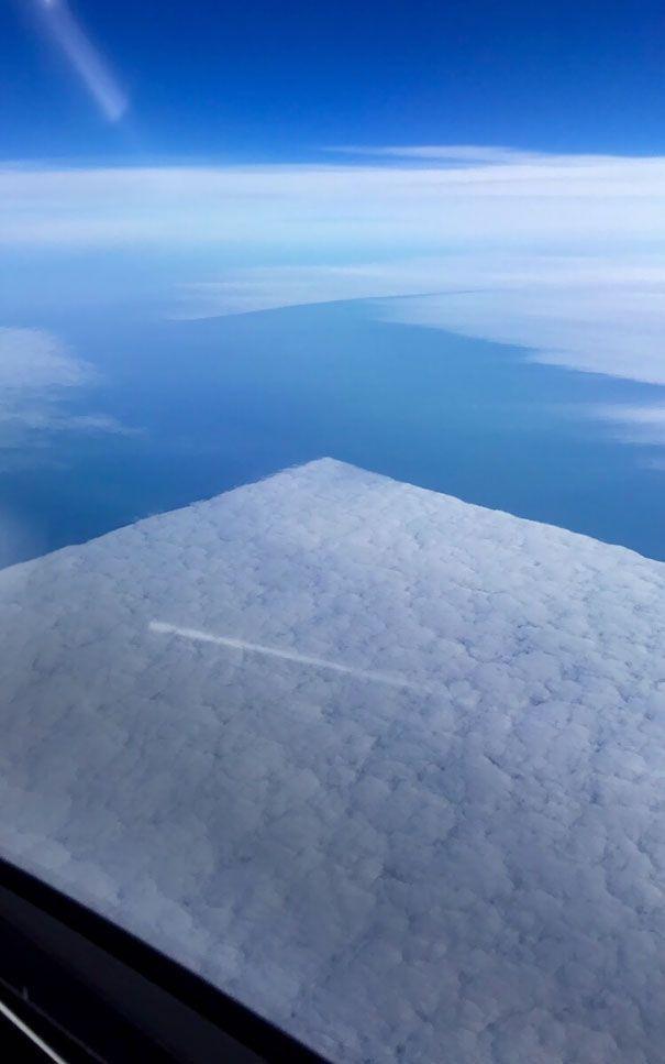 Làm thế nào để áng mây kia trở thành hình vuông , vừa vặn vuông vức thế kia?