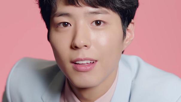 Gương mặt đẹp, thần thái vạn người mê và làn da đẹp không tỳ vết khiến Bo Gum trở thành gương mặt nhiều thương hiệu mong muốn sở hữu
