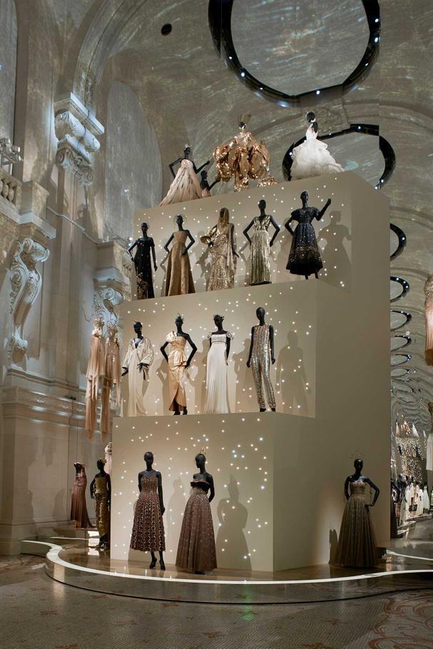 """Nếu như nói Dior là niềm tự hào của nước Pháp thì những chiếc váy haute couture do nhà mốt này tạo ra xứng đáng với danh xưng """"đỉnh cao của sự sáng tạo""""."""