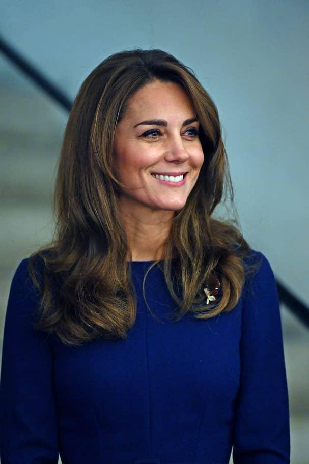 Nụ cười tỏa nắng của Kate trước công chúng