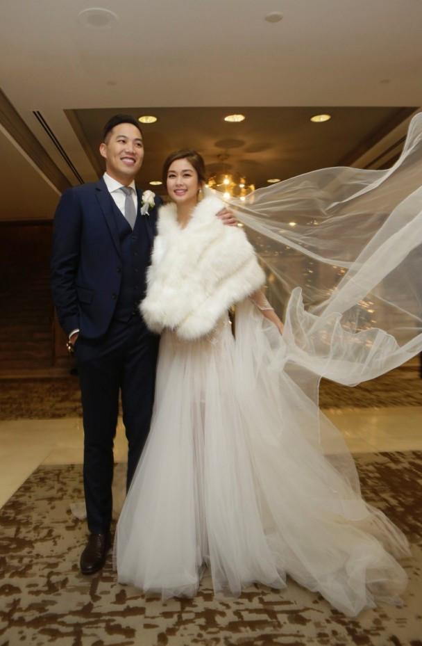 Sầm Lệ Hương và chồng trong ngày cưới.