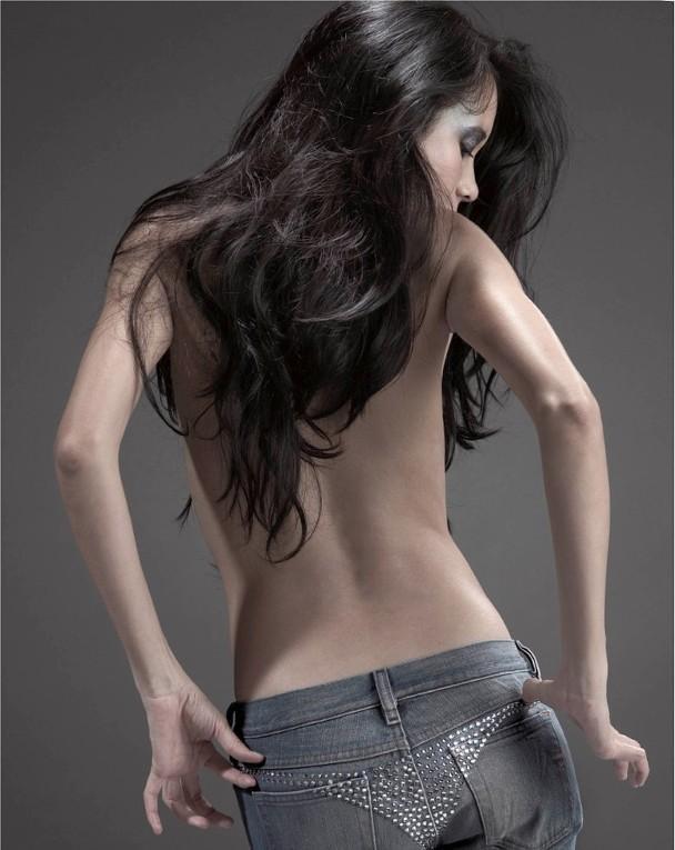 Mạc Văn Uy khoe thân hình nuột nà ở tuổi 50.