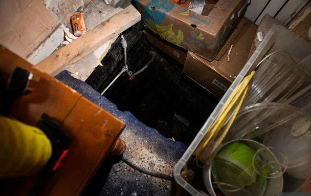 Tầng hầm hiện đã bị niêm phong và không có lối đi xuống trực tiếp.