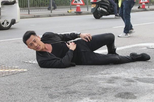 Lâm Phong quay lại phim trường sau tin kết hôn, vui vẻ trả lời khi phóng viên hỏi chuyện đám cưới ảnh 3
