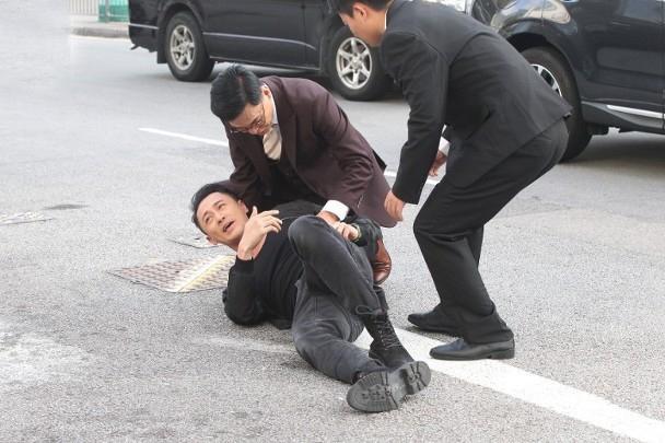 Lâm Phong quay lại phim trường sau tin kết hôn, vui vẻ trả lời khi phóng viên hỏi chuyện đám cưới ảnh 4