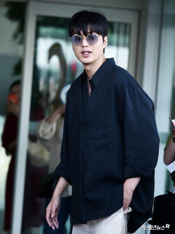 Thần thái sang chảnh, cách xử lý đẹp của Lee Min Ho sau khi lộ phần xôi thịt tại sân bay ảnh 14