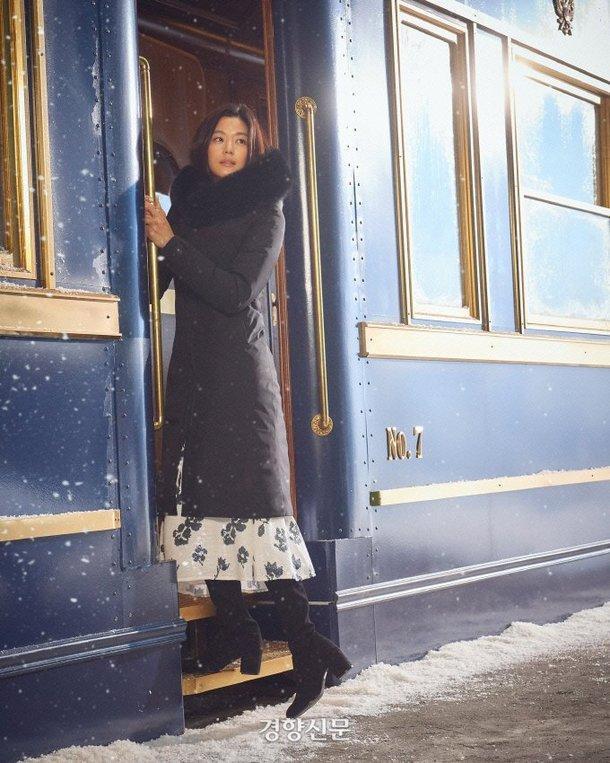 Mợ chảnh Jeon Ji Hyun tựa nữ thần, hút hồn trong bộ ảnh đẹp lung linh ảnh 4