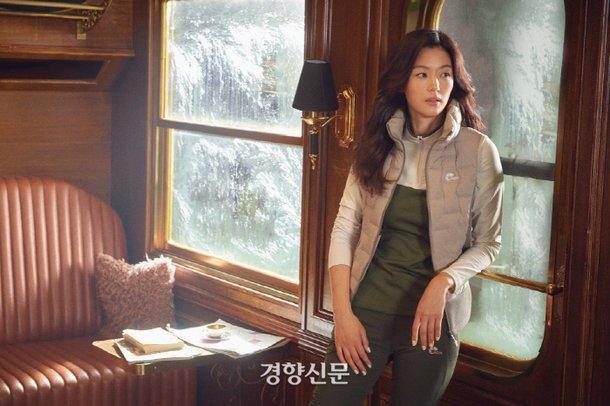 Mợ chảnh Jeon Ji Hyun tựa nữ thần, hút hồn trong bộ ảnh đẹp lung linh ảnh 5