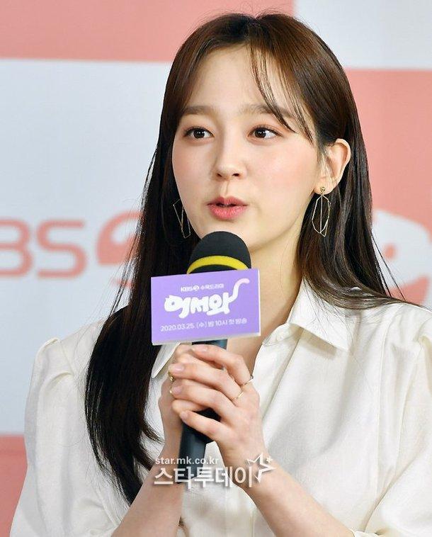 Shin Ye Eun tình tứ bên L (Infinite) tại họp báo phim giả tưởng chàng mèo hóa người ảnh 5