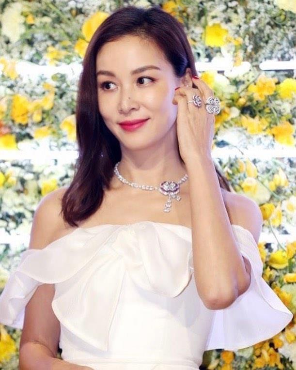 Sự suy đoán của mọi người cũng không phải là không có căn cứ, vì nếu tính đến khối tài sản của 2 vợ chồng Jang Dong Gun thì con số đã lên tới hàng trăm tỷ won