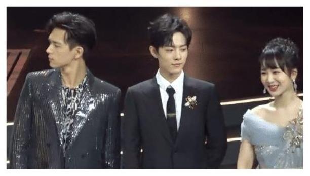 Cả ba đứng chung sân khấu như người chưa từng hợp tác