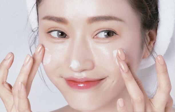 5 tips chăm sóc da láng mịn, tránh mụn khi đeo khẩu trang dài ngày chống Covid-19 ảnh 7