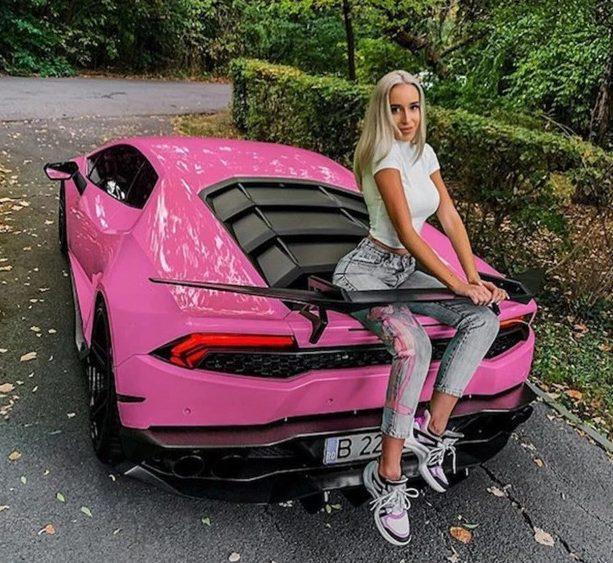 Cô gái barbie ngoài đời thực đây chăng?