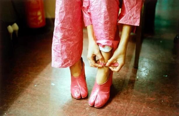 Trend giày lòi ngón chân cái gây sốt: Sao Việt ầm ầm kéo nhau tìm mua đến cháy hàng ảnh 7